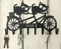 """Ключница """"Коты на велосипеде"""""""