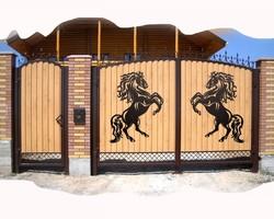 """Декоративная накладка на забор """"Кони вороные"""""""
